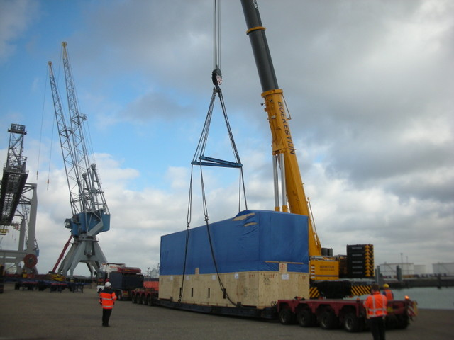 crane frm tailer to barge
